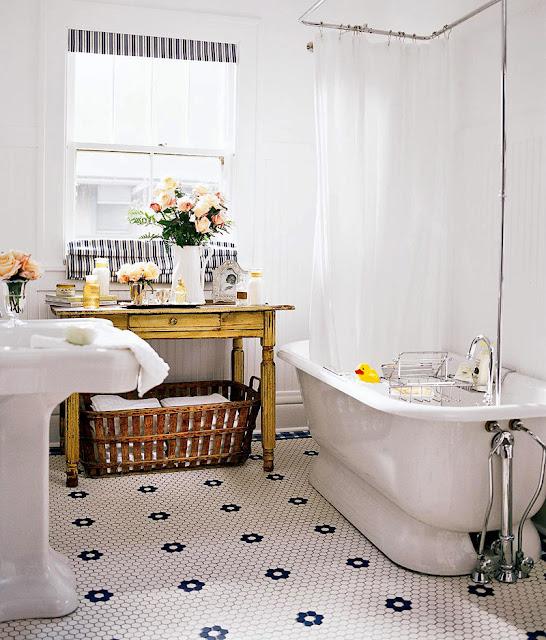 Elfenbeinfarbe Der Halben Wandplatte Kann Im Bad, Außer An Der Duschwand  Auf Der Ganzen Wand Aufgetragen Werden. Da Duschbereich Oft Durch Wasser  Ausgesetzt ...