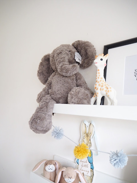 shelf styling in your home and shelf arrangement ideas using accessories and colour