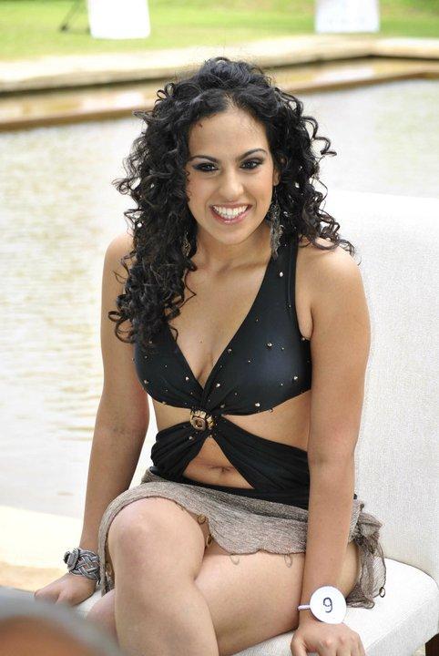 Srilankan Actress Stephanie Siriwardhana Sexy Bikini Pictures-8334