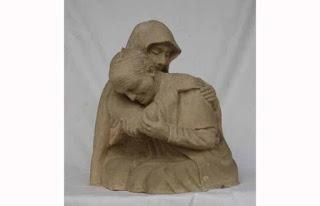 Patung Paus Paulus II ditembak dalam pelukan Maria terbuat dari batu