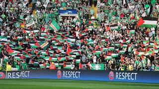 FOTO : Hadapi Klub Israel, Pendukung Celtic Kibarkan Bendera Palestina