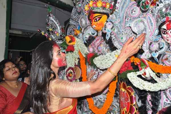Durga Puja ends in Bengal, Goddess Durga immersed