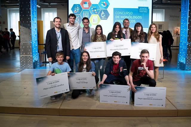 Foto de familia de los ganadores del concurso LocosxCiencia 2016