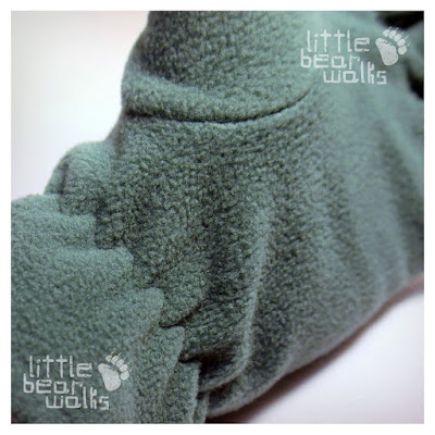 Simple elastic will not bring to you discomfort for wearing fleece gloves