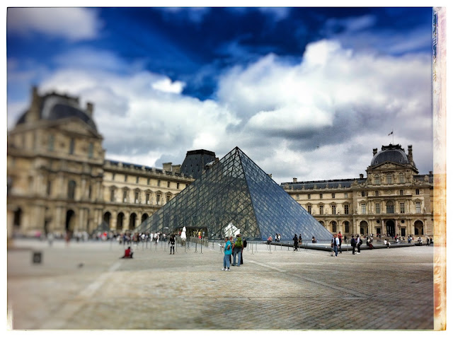 Glas Pyramide Louvre