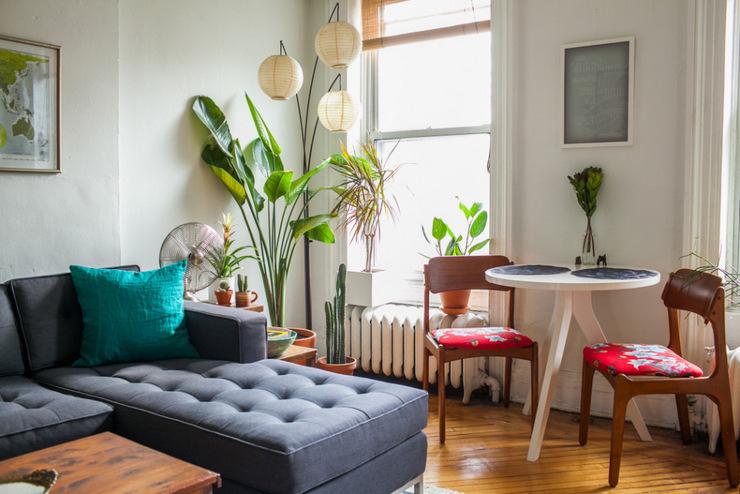 Una casa repleta de plantas y de muebles midcentury for Decasa muebles y decoracion