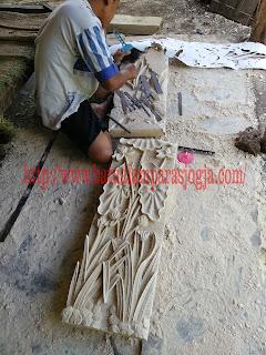 pembuatan ukir batu