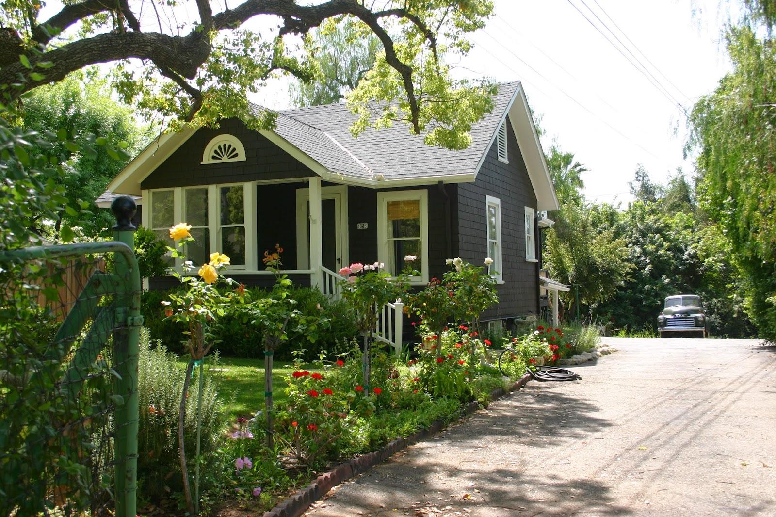 My Little Black House The Gardener S Cottage