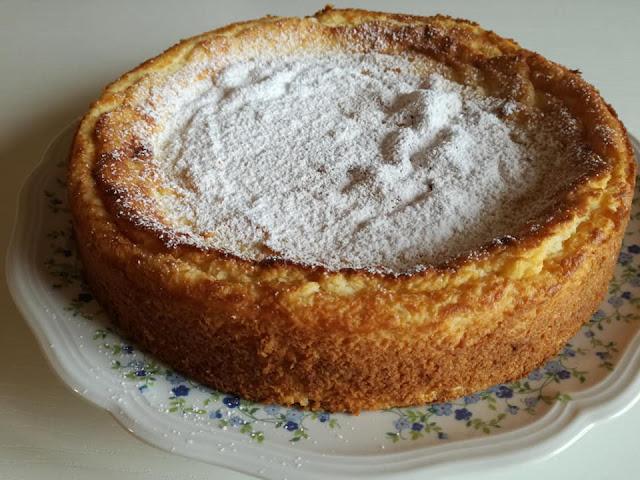 Dolce tipico con semolino, vaniglia e ricotta