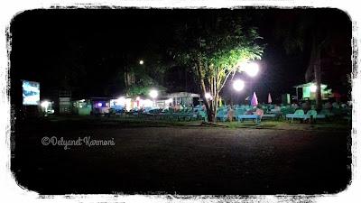 Taman Putussibau di kala malam
