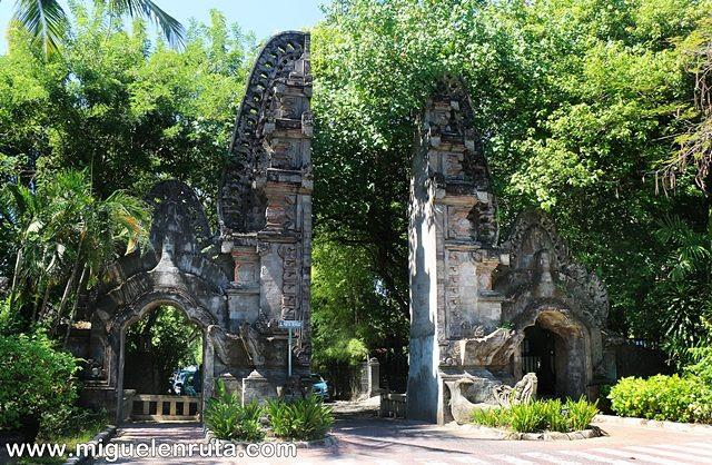 Puerta-balinesa-Nusa-Dua