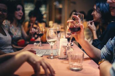 O custo de manter uma vida social