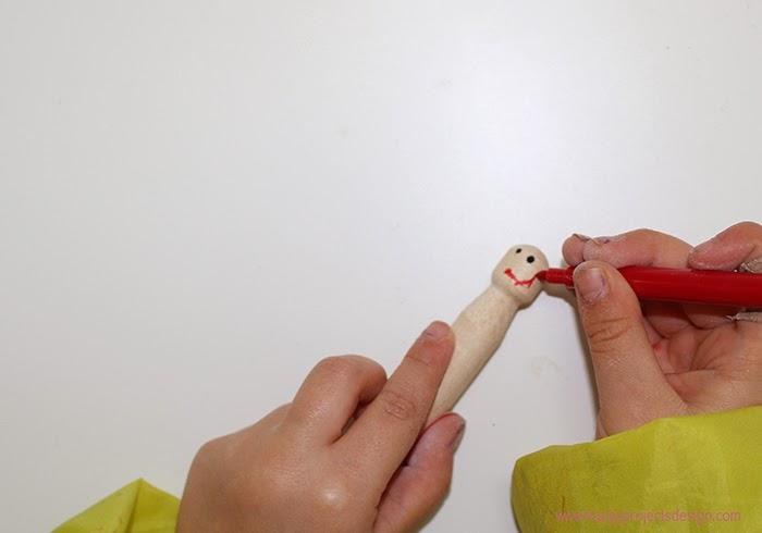 Frozen: muñecas con pinzas vintage de madera. Dibuja la cara