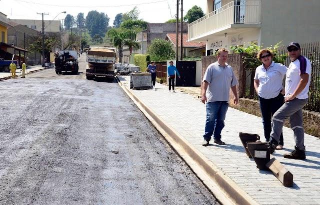 Rua no São Gabriel e no Guaraituba vão receber asfalto