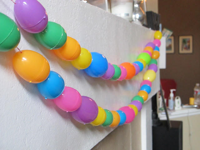 SImple Easter Decoration | Dollar Store Easter Decoration | Easter Garland | Decorating your house for Easter on a dime | Cheap Easter Decor | Plastic Egg Decorations | www.madewithhappy.com