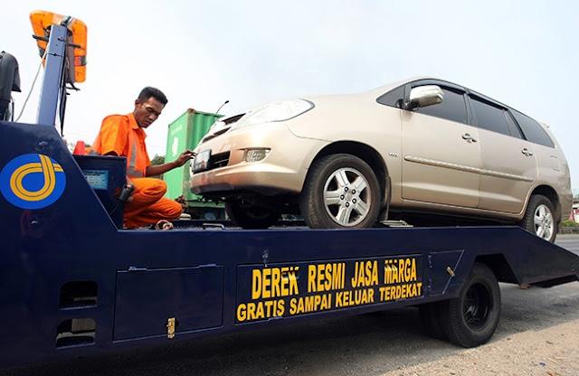 asuransi mobil, perbaikan, klaim, kecelakaan, di jalan, diderek
