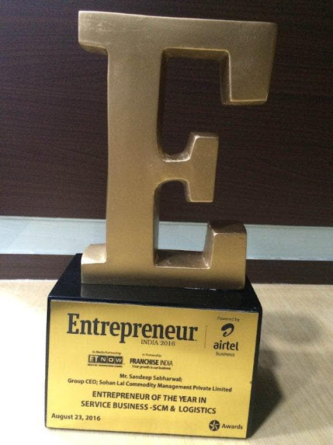 Mr. Sandeep Sabharwal – Group CEO, SLCM presented with Entrepreneur of the Year in SCM & Logistics sector
