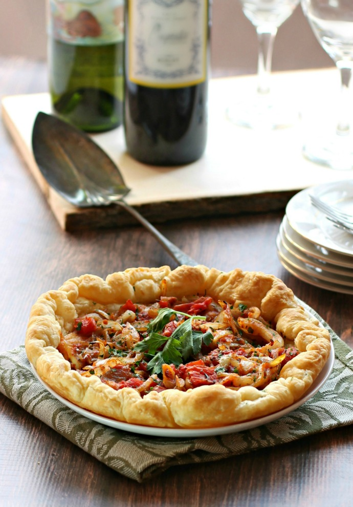 Recipe for an appetizer made with sauteed onions, tomatoes and oregano baked in puff pastry.