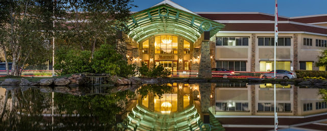 On par for comfort and convenience, Auburn Marriott Opelika Hotel & Conference Center at Grand National provides updated rooms and exceptional services.