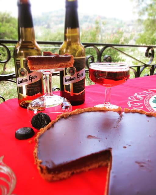 paraxeno pirouni, to paraxeno pirouni, γλυκό με μπύρα, γλυκό από την Κέρκυρα, καραμέλα με μπύρα, σοκολάτα με μπύρα, γλυκό με σοκολάτα και μπύρα