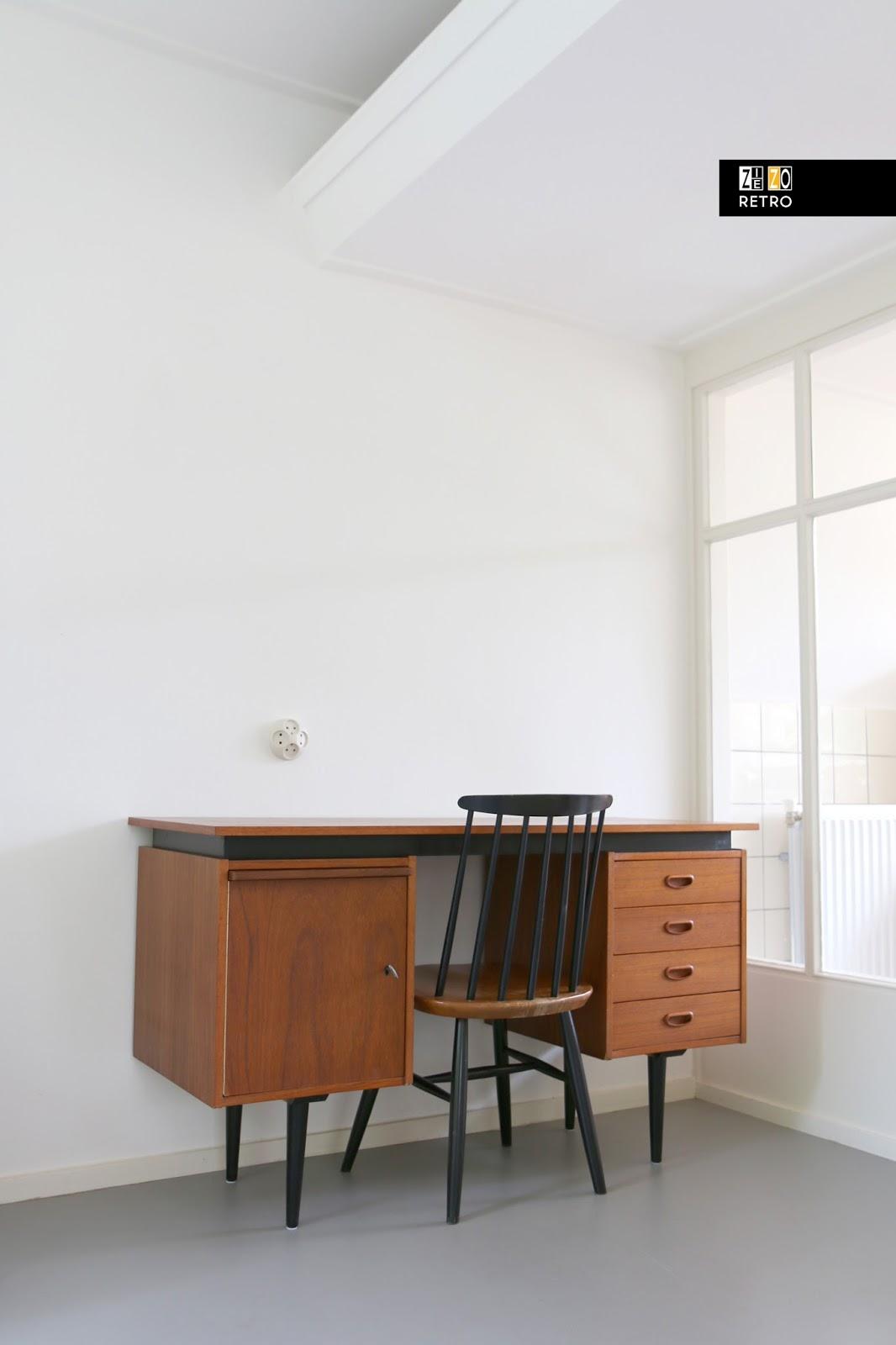 bureau jaren 50 60 waarschijnlijk pastoe. Black Bedroom Furniture Sets. Home Design Ideas