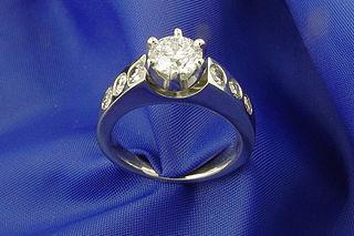 35-anillo-de-oro-blanco