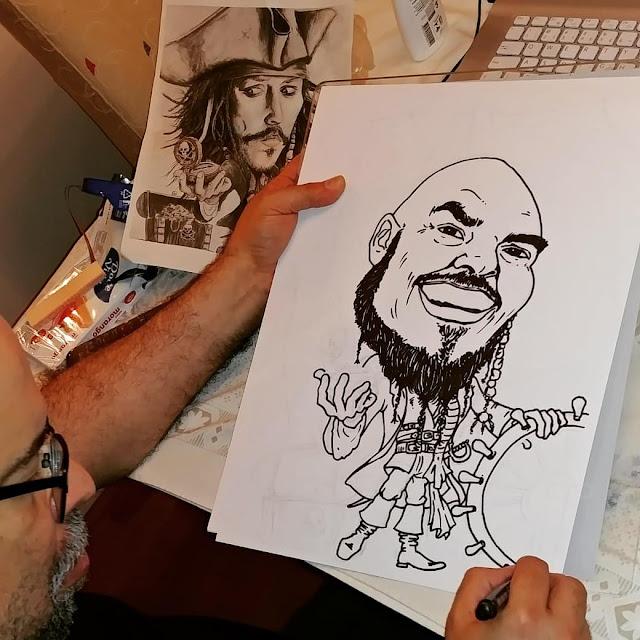 "Desenhista Marcelo lopes de Lopes criando sua arte ""Pirata"""