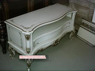 tv kabinet duco putih ukiran emas,furniture duco jepara,mebel duco jepara,mebel interior klasik,jual tv kabinet duco putih ukiran emas
