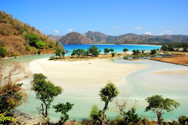 Pantai%2BSelong%2BBelanak Pantai Selong Belanak Lombok, Wisata Bahari Eksotis yang Masih Asri