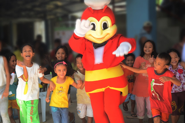 Jollibee dancing with kids