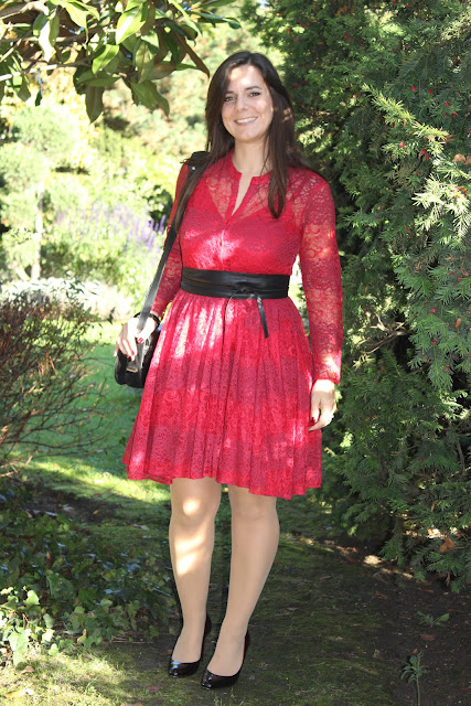 Robe maje rouge, escarpins bicolore san marina les petites bulles de ma vie