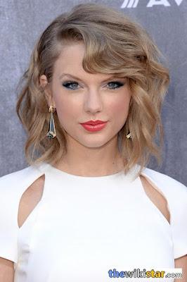 تايلور سويفت (Taylor Swift)، مغنية أمريكية