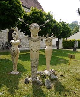 """Rückseite der """"Keltischen Götter"""" von Katalin Bereczki-Kossack"""