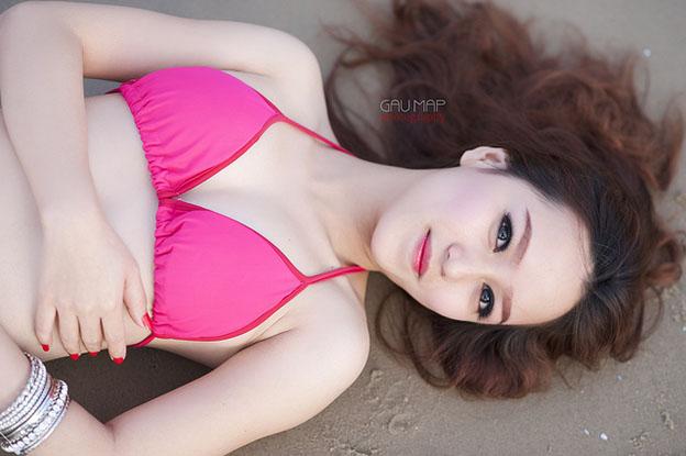Girl xinh diện bikini show hàng