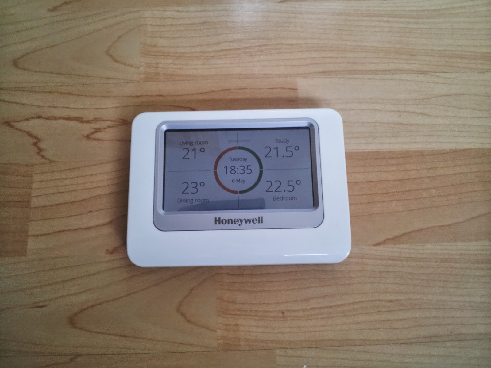 Ians Blog Honeywell Evohome Review Central Heating Thermostat Wiring Diagram Touch Screen Control Unit
