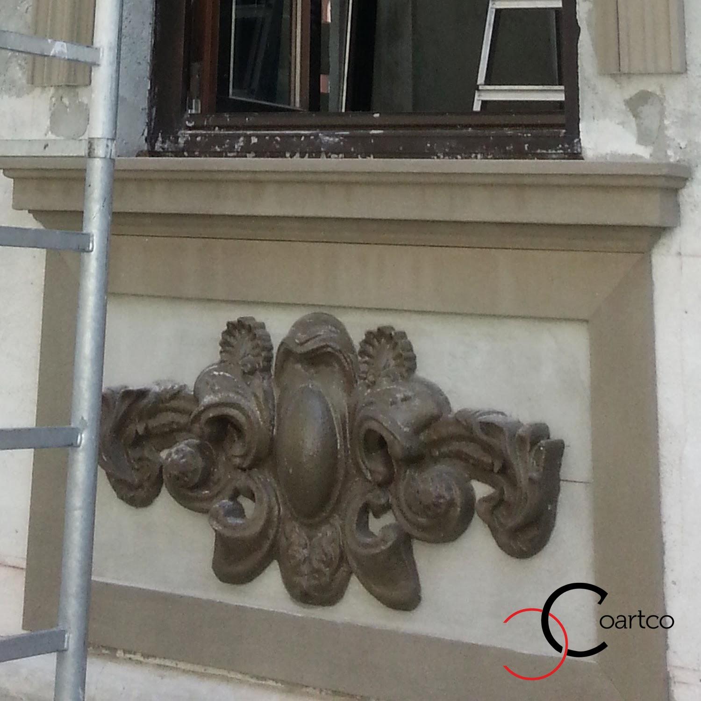 reabilitare fatade cladiri vechi, montare blazon, montare panouri decorative