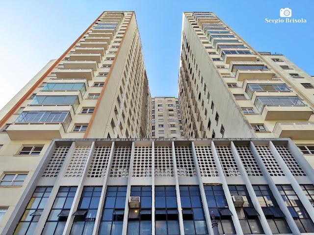 Perspectiva inferior da fachada do Edifício Coliseu - Centro - São Paulo