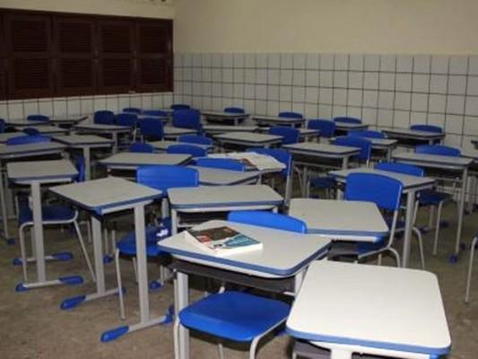 Aulas do Ensino médio do pólo Caraíbas ainda não tiveram início, e alunos protestam nas redes sociais