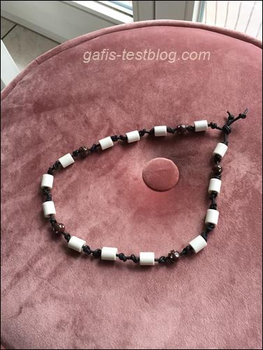 EM Keramikhalsband mit Perlen