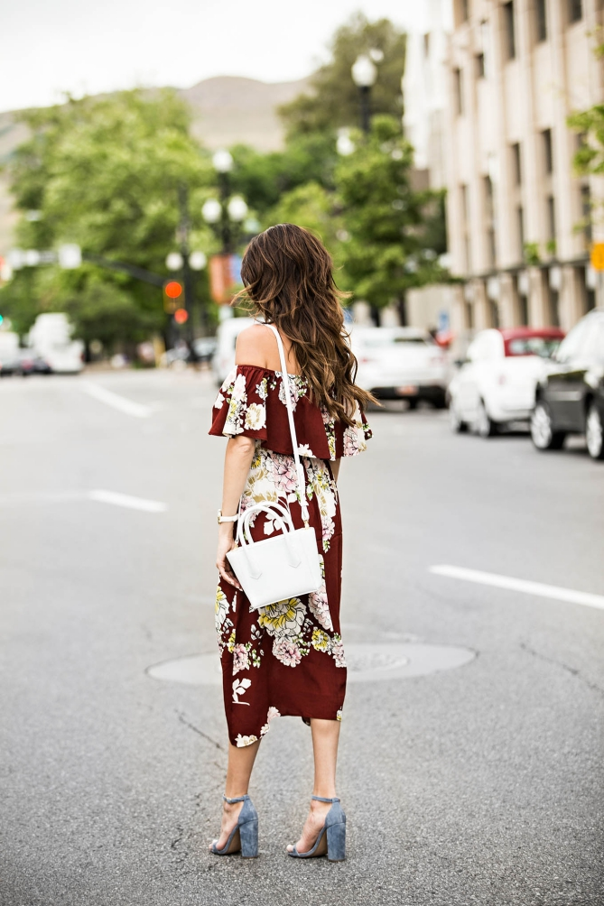 outfit off-the-shoulder flower print dress