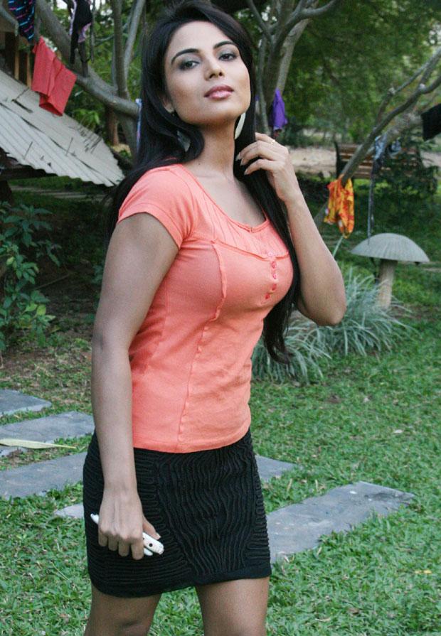 Concubine Heaven: Andaru Andarena Movie Hot Photos|Telugu