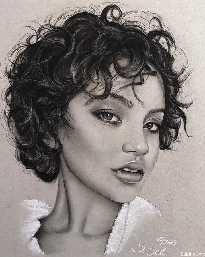 07-Isabela-Sabine-S-Charcoal-Portraits-Realistic-Drawings-www-designstack-co