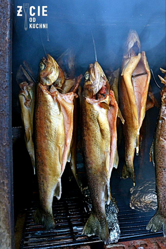 wedzona ryba, salatka z ryba, przepisy na salatki, pstragi, pstrag wedzony, wedzenie ryb, zycie od kuchni,