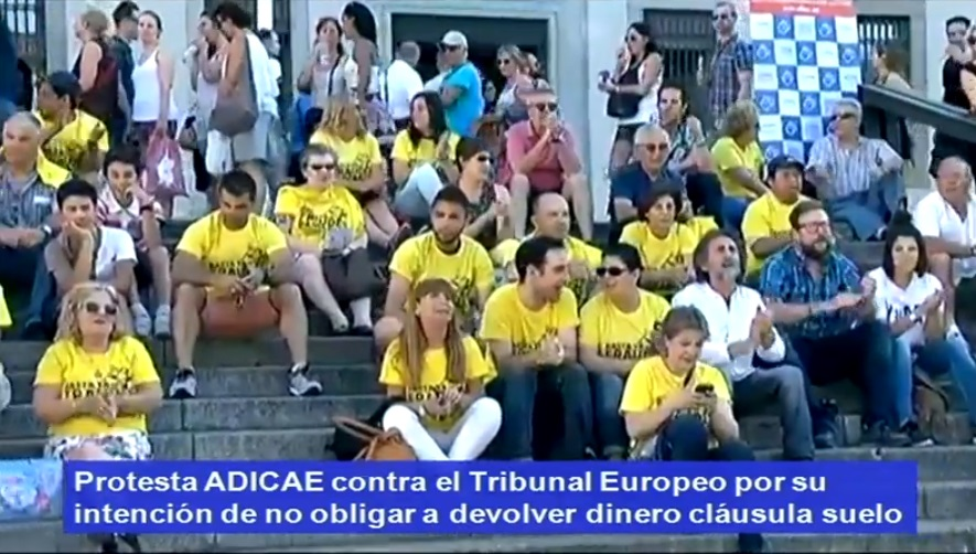 Directo protesta de adicae contra la cl usula suelo de for Bancos devolver clausulas suelo