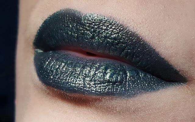 essence lipstick lippenstift swatch review metalshock venom