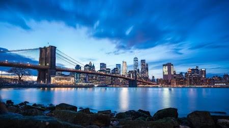 Panoramic view of the Brooklyn Bridge