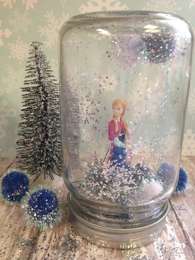7. Anna Frozen dalam Snow Globe
