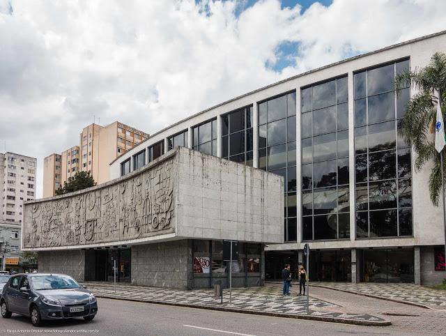 A fachada principal do Teatro Guaíra