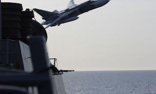 Ρωσικό μαχητικό πέταξε σε χαμηλό ύψος πάνω από γαλλικό πολεμικό πλοίο στη Μεσόγειο