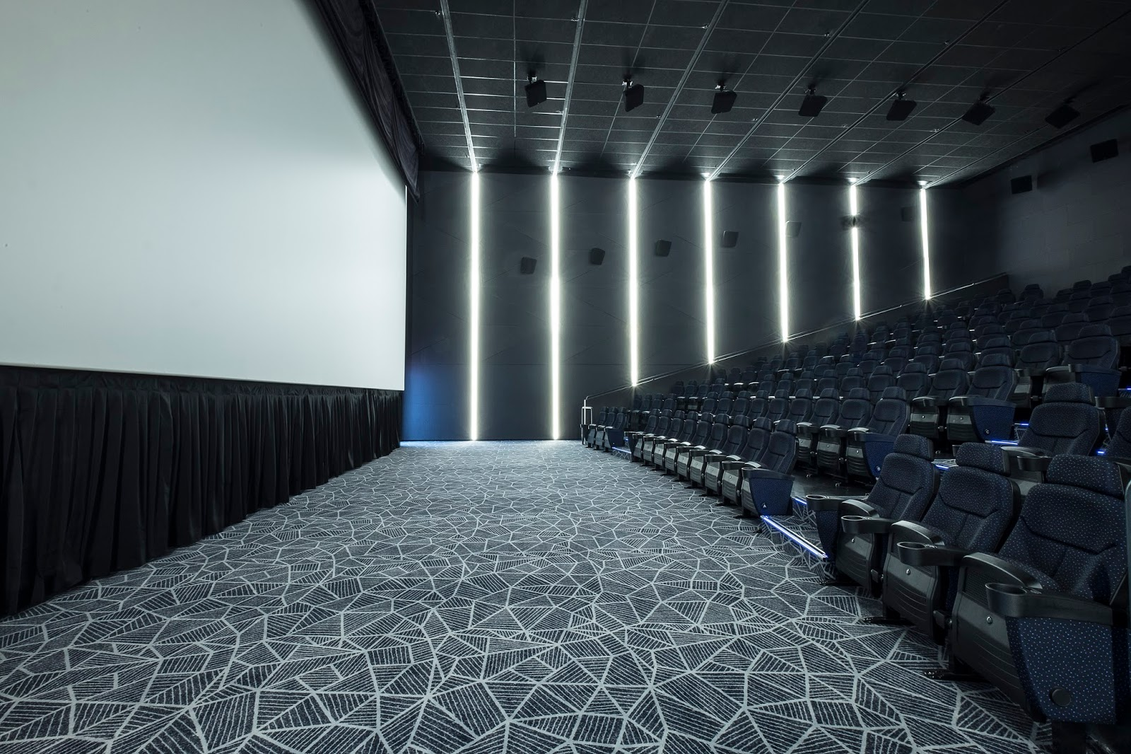 vista posture chair blue accent with ottoman mx4d motion efx theater only at cinemas aci girl
